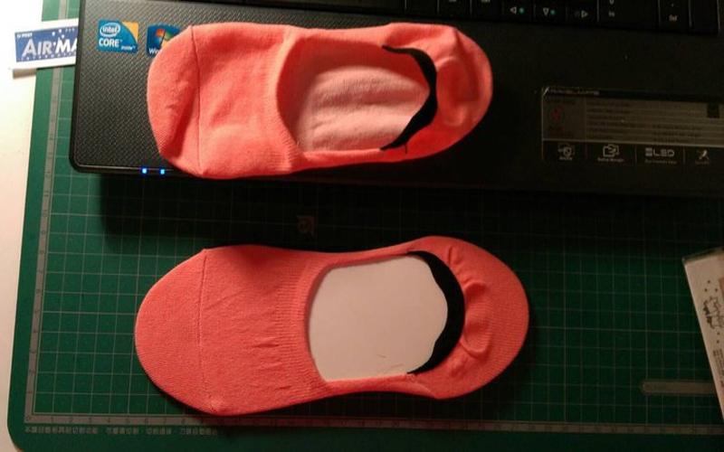 女友買的「隱形襪」有激情!襪裡竟藏著害羞謎樣物體讓人看了好害羞!