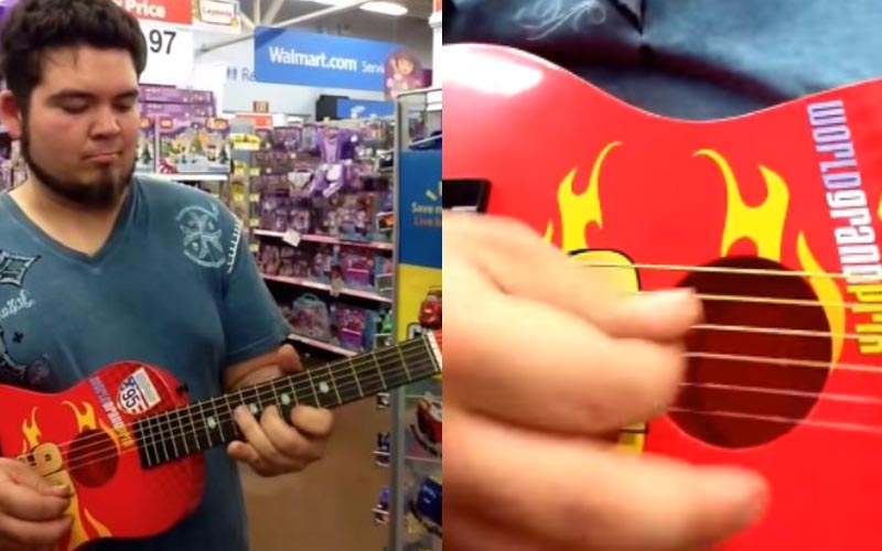 有人說一定要幾萬的琴才能彈得好聽嗎?他隨手拿起「玩具吉他」就可以嚇死你!