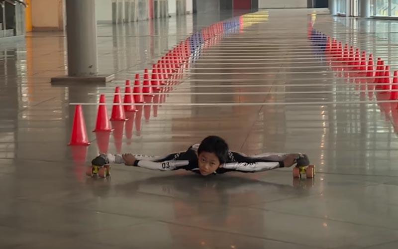 神級開掛!印度7歲男童「車底溜冰」破世界紀錄,這樣的身手連蜘蛛俠看後都會忍不住點讚吧!