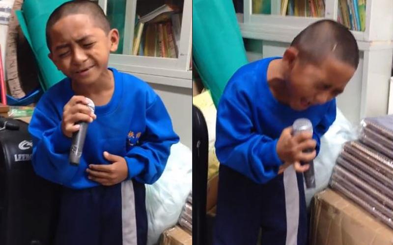 原住民男童深情清唱《我是一隻小小鳥》,唱到副歌時一度「大走音   轉音」笑翻萬人!