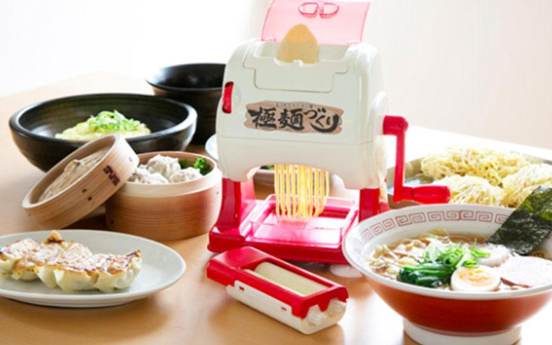 日本人對拉麵到底有多狂熱?!日本玩具公司發明的「在家自己做拉麵」機器可能會讓你看傻了眼...