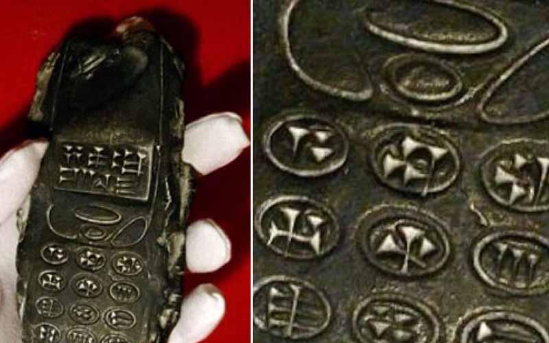 「驚!乍看根本諾基亞神機!」考古學者從地底挖出一支800年前的手機,似乎是外星人的!