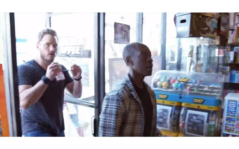 《復仇者聯盟》英雄們微服出巡漫畫店!客人一抬頭「超級英雄全站在眼前...」嗨翻天!