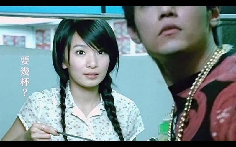 10年前周杰倫《退後》MV裡的清純女孩田馥甄演變成了現在的「甄哥」!