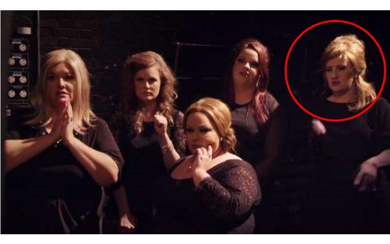 愛黛兒偽裝成「愛黛兒的模仿者」參加歌唱比賽,但當她一開唱其他人就發現這位選手好像太強了…