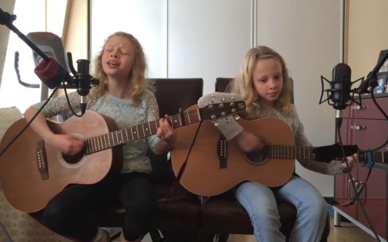 10歲雙胞胎自彈自唱「I'm Yours」默契十足,瞬間征服大批網友!