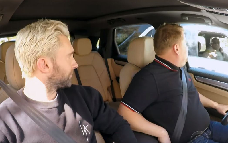 男子車上開心飆唱卡拉OK,突然「警察鳴笛攔車臨檢」一搖下車窗:「天啊是魔力紅主唱!」