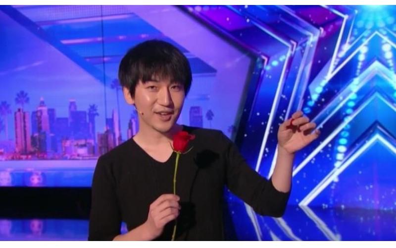 魔術師「蔡威澤」拿「台幣10元銅板」登《達人秀》表演驚人魔術!評審全起立「求解」
