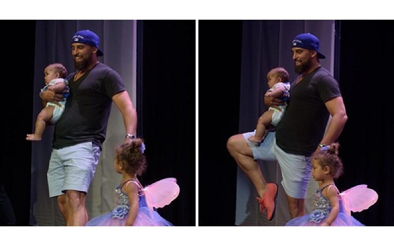 2歲女兒上台表演芭蕾卻突然「怯場」 爸爸抱小孩衝上台「靠這招」神救援