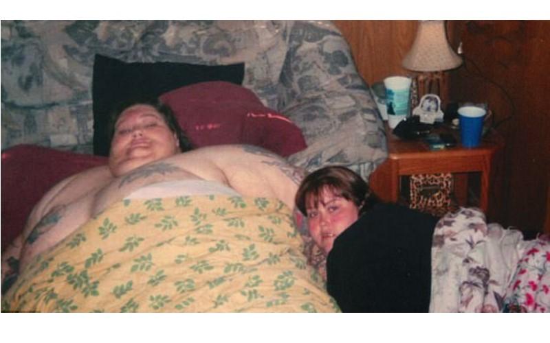 這對胖情侶體重加起來超過600公斤...女友靠吃「紓解童年陰影」自白:我的生活如地獄