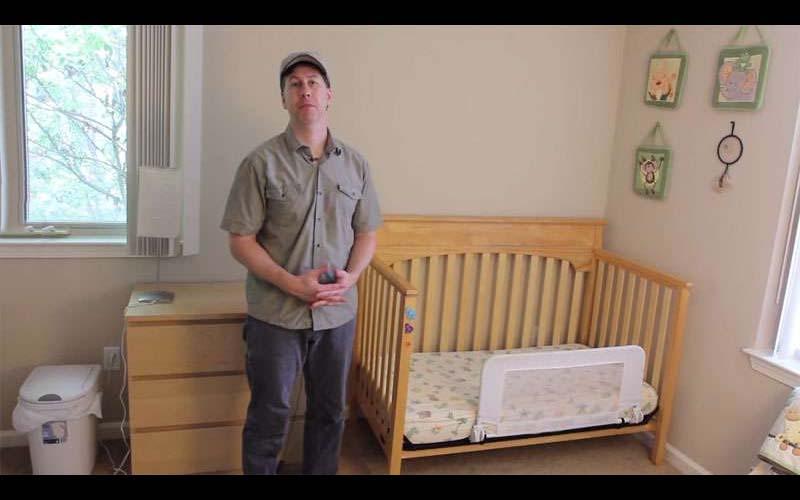 神手老爸買IKEA簡陋便宜的兒童床改造成兒子的秘密基地!把單調樸素的房間變成一個樂園!