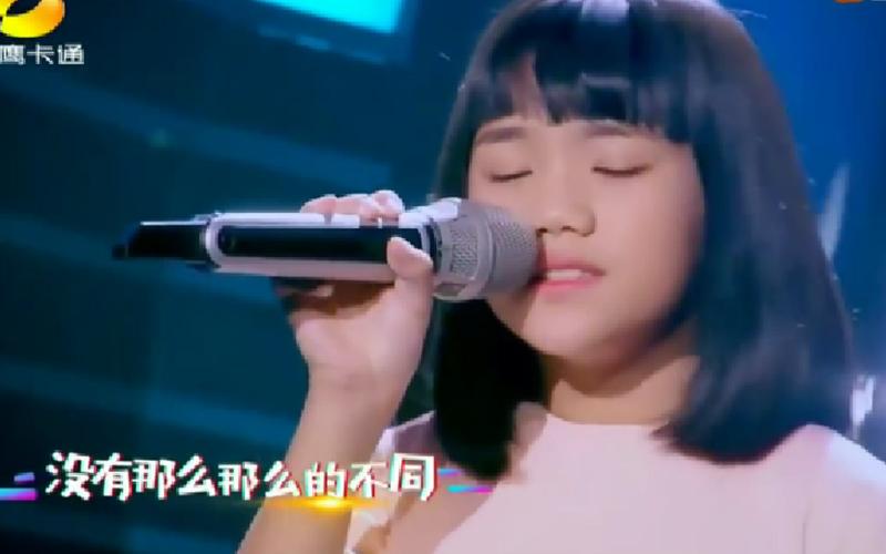 10歲馬來西亞女孩演唱陳奕迅《讓我留在你身邊》,只學3年中文一開口感動所有評審 網友讚:天籟之音!